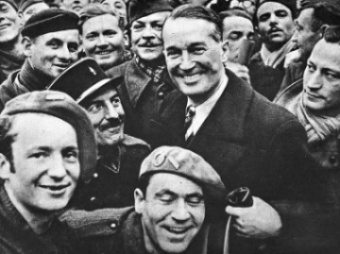 Maurice Chevalier visits French prisoners-of-war in Germany